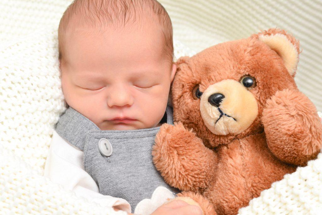 Babyfotografie mit Teddybär